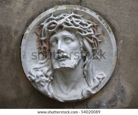 sculpture of Jesus Christ in the face of thorny wreath