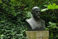 Sculptures in the garden: Moreno´s Bust