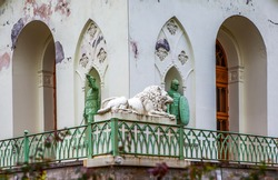 Sculptures of knights and Russian knights by the sculptor Demut-Malinovsky, and a lion on the terrace, cast after K. Landini's model. Pavilion