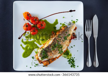 Sea bass fillet stuffed with creamed/Portuguese dish