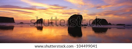 Sea Stacks rock formations, Sunset at Bandon Beach, Oregon