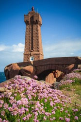 Sea thrift in front of Men Ruz lighthouse on the pink granit coa