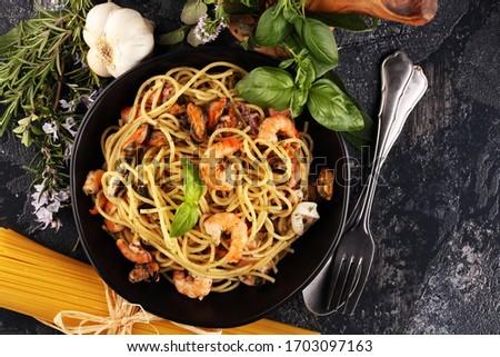 Seafood pasta. Dish with mediterranean frutti di mare on rustic table Foto d'archivio ©