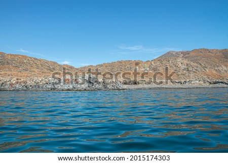 Seascape, mountain by the sea of cortes in the Baja peninsula at Loreto in the state of Baja California Sur. Mexico with blue sky and sunny summer day, vacations and travel concept. Foto stock ©