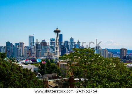 Seattle skyline with Mount Rainier in the background