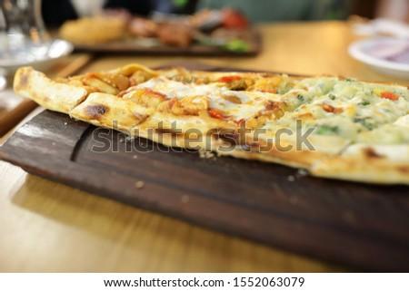 Sebzeli Pide Dish on wooden board in restaurant Stok fotoğraf ©