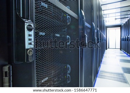 Security lock on mainframe computers in centre of data center server farm Foto stock ©