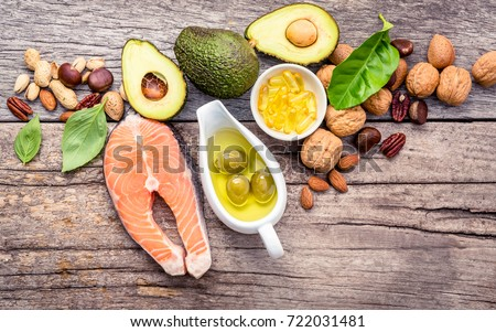 Selection food sources of omega 3 and unsaturated fats. Superfood high vitamin e and dietary fiber for healthy food. Almond,pecan,hazelnuts,walnuts,olive oil,fish oil and salmon on wooden background. Foto d'archivio ©