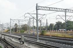 Selective focus electrification system of electric train. Overhead catenary. Mast, bracket, insulator, catenary wires, feeder, dropper are installed.