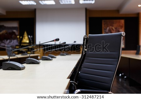Selective focus microphone for meeting room.Meeting room.