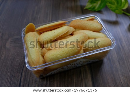 Selective focus of Lidah kucing are cookies shaped like a long and thin cat's tongue. In Indonesia, lidah kucing is the popular kue kering or cookie. Look like noised with cookies.  Stock fotó ©