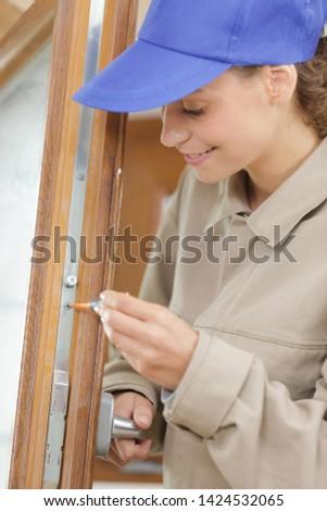 self putting together assembling frame