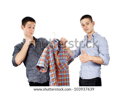 seller advises the buyer of clothes