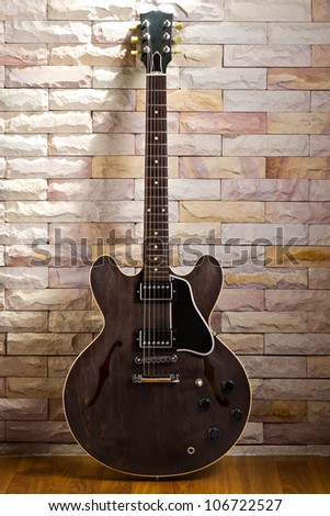 Semi hollow guitar, model gibson ES 335