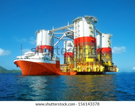 semi submersible heavy lift cargo ship transporting an oil rig