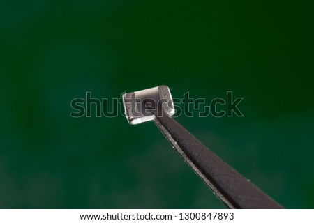 Semiconductor component with tweezers