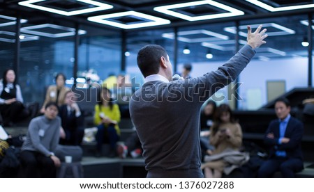 Seminar Presentation. Conference Speaker Presenting to Audience. Technology Presenter at Corporate Tech Leadership Forum. Executives, Entrepreneurs, Investors in Meeting. Lecture Speech by Manager.