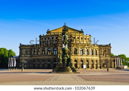 Semperoper (semper opera) in dresden, germany