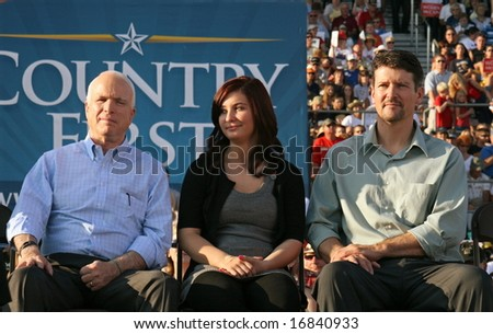 Senator John McCain, Todd Palin and Willow Palin in Washington, Pennsylvania on August 30, 2008