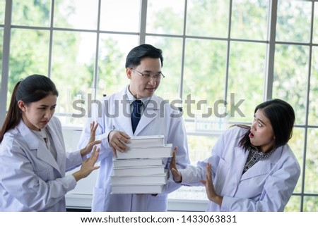 Senior asian scientist has assigning new job to students in laboratory. #1433063831