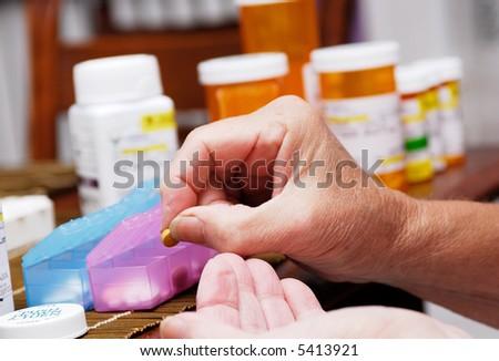 Senior organizing pill box