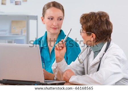 Senior woman professor explain to a young female medical student