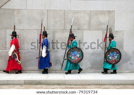 SEOUL - JUNE 09: Guards perform the changing of the guards ceremony at the Gwanghwamun Gates of the Gyeongbokgong Palace on June 09, 2011 in Seoul, South Korea. This ceremony dates back 700 years.