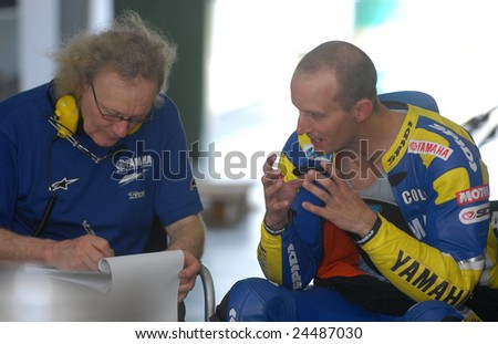 SEPANG, MALAYSIA, February 5, 2009: Colin Edward was discussing in the garage motor during testing session at Sepang Circuit Malaysia.