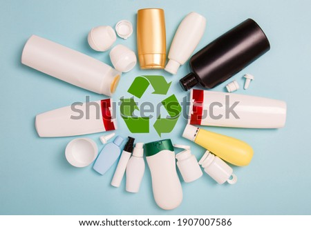 separate collection of sorted HDPE bottles from cosmetics for recycling in for of circle. High-Density Polyethylene recyclable cosmetics package on blue background. Plastic garbage. Save the planet Stock foto ©