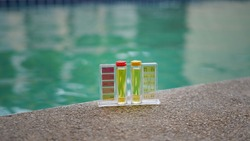 Service and maintenance of the pool.Check the PH of the pool.Liquid test the pH of the pool. Kit care pool.