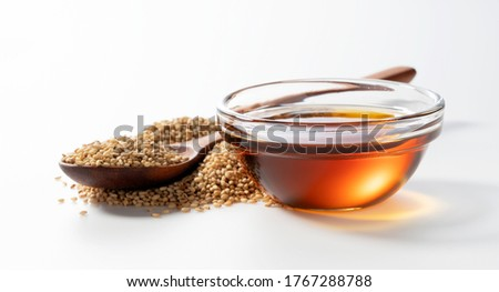 Sesame oil and sesame seeds on a white background Foto stock ©