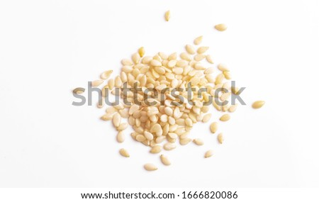 sesame seeds isolated on white background top view, macro Foto stock ©