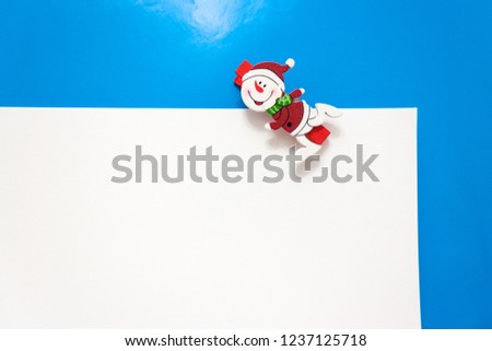 Set design template New Year's discount banner. Christmas poster with a cute snowman for sale. Happy holiday offer with snowman wearing a scarf and with cartoon gift. Xmas advertising for sale.  #1237125718