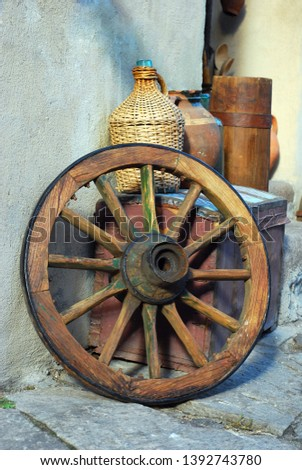 set of antiquities	wagon wheel, chest and wine bottle