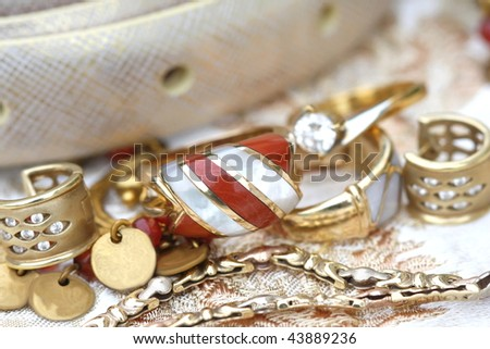 Set of golden jewerly