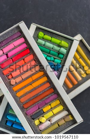 Set of pastels of different colors on a dark background.The gradient transition of color tones. #1019567110