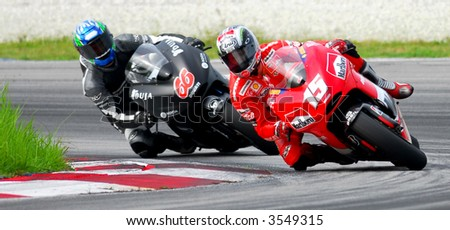 Sete Gibernau leading the corner Moto GP 2006