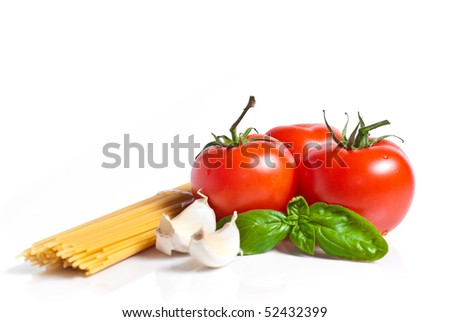Setting pasta with tomato