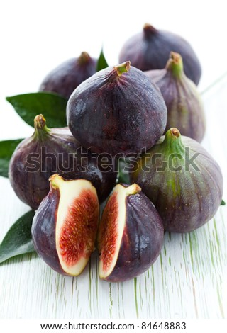Several whole figs and one halved fig