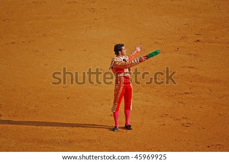 "SEVILLE - APRIL 30: Bullfighter David Fandila ""El Fandi"" presents the banderillas to the bullfight crowd at the Plaza de Toros de Sevilla April 30, 2009 in Seville, Spain."