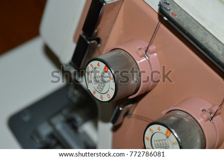 Sewing machine, bobbins for adjustment of the thread. #772786081