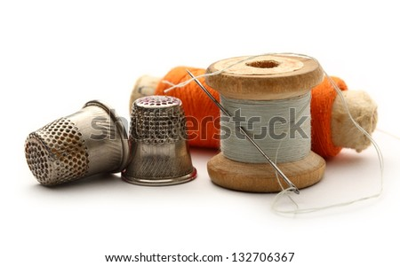 Sewing thimbles, bobbins and needle