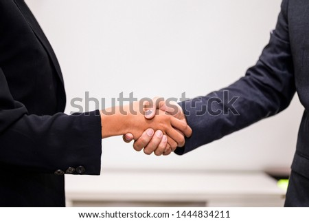 Shake hands after both reach an agreement and mutual agreement #1444834211