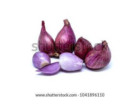 Shallots are ingredients in Thai curry.Shallots are Thai food and Thai herbs.Shallots are food that nourishes blood.Shallots are foods that help fight free radicals.