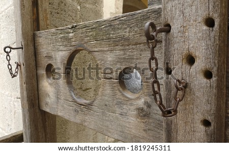 Shallow depth of field shot of a pillory displayed in a museum                                Stockfoto ©