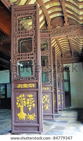Shanghai Zhouzhuang antique house door.