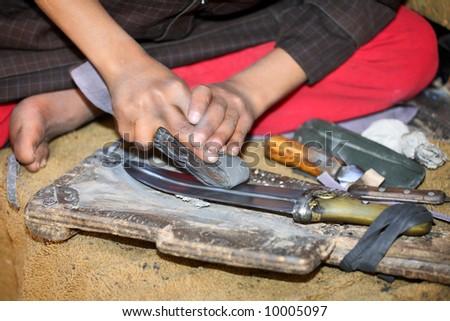 Sharpening (polishing) traditional Yemeni  knife