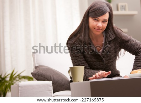 she works and has breakfast on the couch of her living room because she can work at home