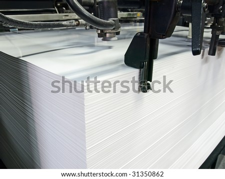 Sheet offset machine draws in paper