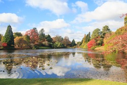 Sheffield Park lake and gardens in Autumn